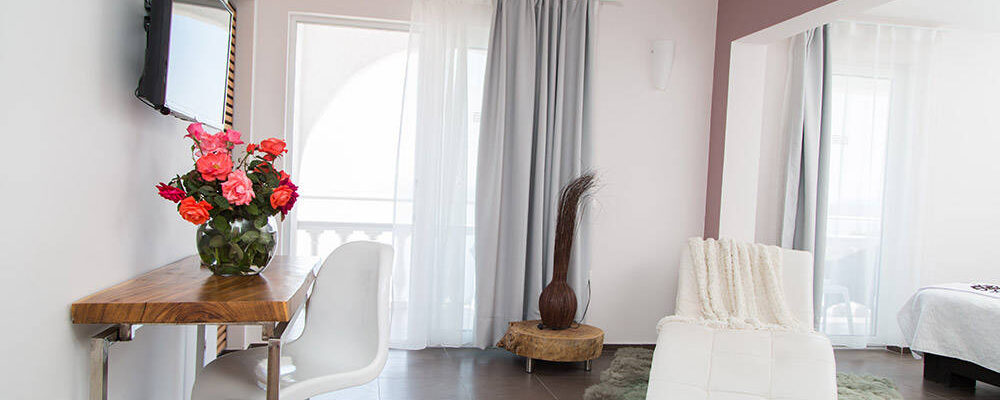 accommodation-family-room-sea-view-intro
